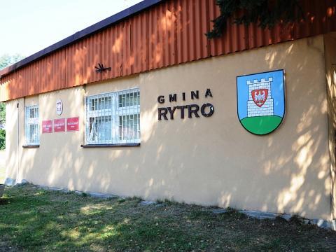 Bardzo ważna informacja dla mieszkańców gminy Rytro – jak informuje wójt Jan Kotarba u jednego z pracowników test potwierdził zarażenie wirusem COVID-19. Urząd Gminy zmienia zatem sposób funkcjonowania.