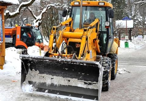 Zobacz kto odśnieża drogi w gminie Chełmiec i kogo alarmować jak będzie ślisko