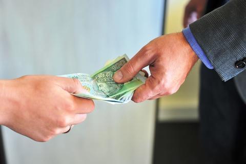 Chciał wyłudzić pieniądze. Podawał się za policjanta CBŚ