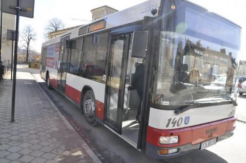 Ciągnik wjechał w autobus MPK, bo wymusił pierwszeństwo!