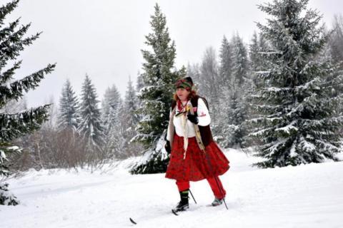 Ścigali sie na nartach nad Popradem na wesoło i całkiem serio
