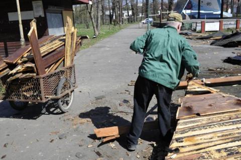 Park Strzelecki sprzątany po wandalach
