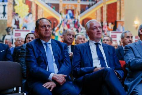 Wicepremier Gowin i Gut Mostowy na konferencji transportowców