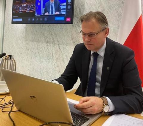 Z posłem Arkadiuszem Mularczykiem, wiceprzewodniczącym Krajowej Rady Sądownictwa, rozmawiamy o gospodarce, polityce i sędziach pokoju.