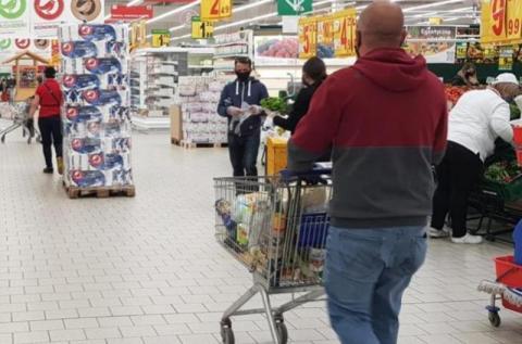 Strach iść na zakupy? Tym razem znaleźli w mrożonce… środek owadobójczy