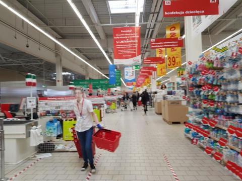 Pracownicy sieci handlowych w Sączu dostaną zastrzyk pieniędzy na święta