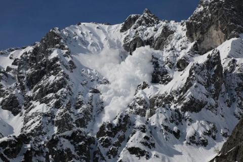 Lawina porwała turystów w Tatrach. Na Morskim Oku załamał się lód pod Ukraińcami
