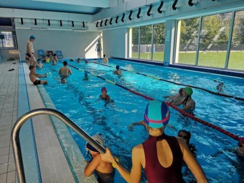 Koniec wakacji, ale na basenie w Radwanowie nadal można pływać