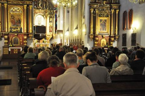 Od soboty nowe ograniczenia w kościołach. Biskup Andrzej Jeż udzielił dyspensy