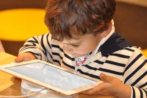 Dzień Bezpiecznego Internetu: jak nie zostać złapanym w sieci?