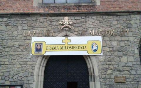 Brama Miłosierdzia w Nowym Sączu