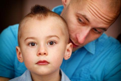 Jak wytłumaczyć dziecku samobójstwo matki lub ojca? Pytamy psychologa