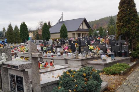 Stary Sącz: nie możesz iść na cmentarz? Zapal znicz przez Internet