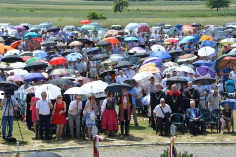 Niezwykłe święto w Starym Sączu. Tysiące osób modliło się przy ołtarzu papieskim