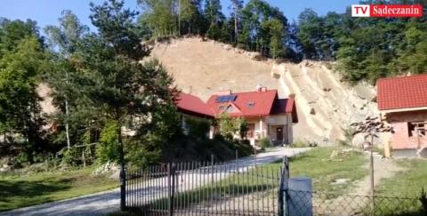 Kamionka Wielka: Dom pod wiszącą skałą, zamieszkałbyś w takim? [WIDEO]