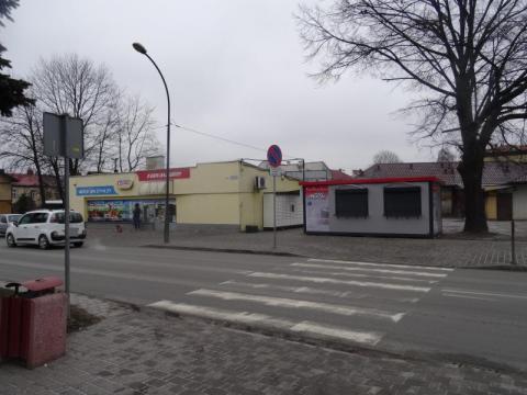 futurystyczny dworzec, sklep nie przystaje do epoki