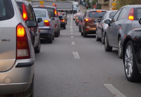 Walczą ze smogiem z kominów w Nowym Saczu, a co ze smogiem od samochodów?