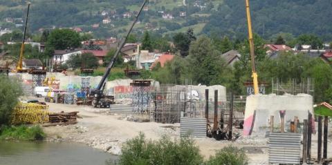 Nad Dunajcem pojawi się dźwig-gigant. Będzie podnosił elementy nowego mostu heleńskiego