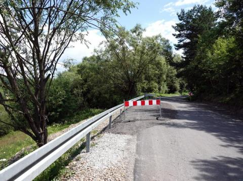 Droga przy osuwisku we Florynce jest już przejezdna, ale nie dla wszystkich