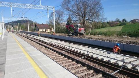 Autobusy zamiast pociągów. Remontują tory na trasie Tarnów – Nowy Sącz