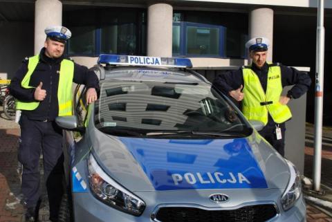 Gorliccy policjanci eskortowali do szpitala ciężko chore dziecko