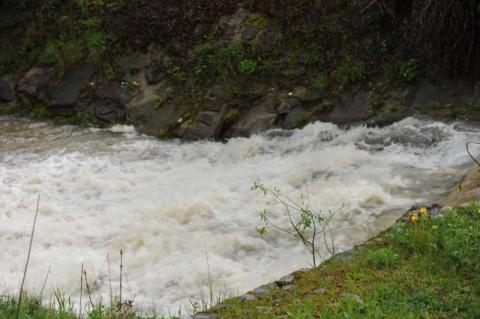 Korzenna: Deszczowy Armagedon pochłonął 3 miliony a jeszcze ruszyły osuwiska!