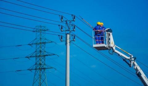 Po wichurze na Sądecczyźnie ludzie nadal bez prądu