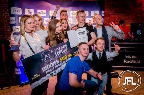 W Krakowie walczyli o tytuł najlepszego barmana. Zwyciężył Krzysztof Bajerski z Wojnarowej