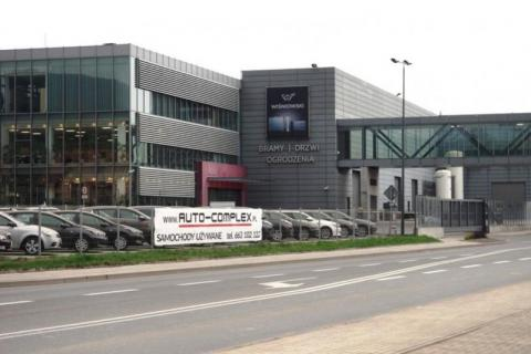Rozbudowa zakładu, oddzielne fabryki… Wiśniowski mknie do przodu