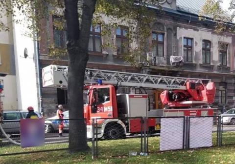 Wozy strażackie, karetka, policja na ul. Batorego. Co tam się stało?