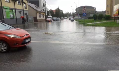 Strugi deszczu poleją się na Nowy Sącz i to jeszcze nie koniec złych wiadomości
