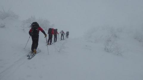 Spragnieni wiosny turyści ruszyli w góry. Było o krok od nieszczęścia