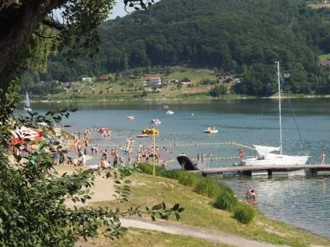 wypadek żaglówki na Jeziorze Rożnowskim