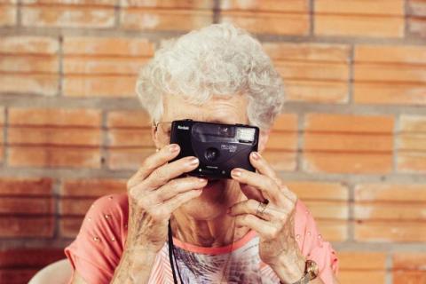 Zbliża się Dzień Babci. Prześlij nam życzenia, a my opublikujemy je na stronie!