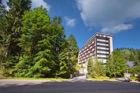 Branża hotelarska – rezerwacje przekładane na jesień czy odwoływane?
