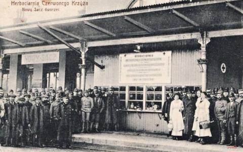 aktywnością społeczną kobiety wykazały się na początku XX wieku, kiedy udzielały się w ruchu niepodległościowym.