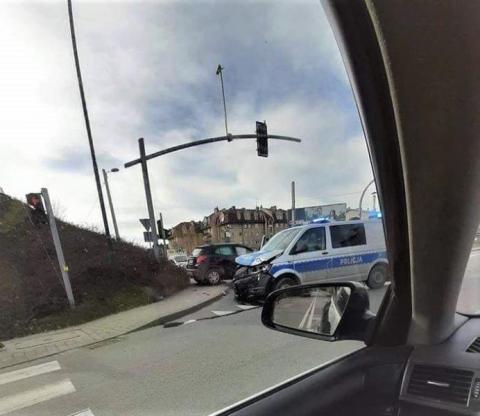 Z ostatniej chwili: zderzenie samochodu osobowego z radiowozem