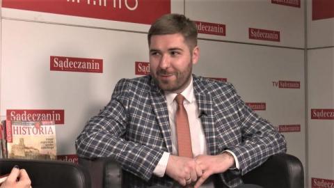 Jakub Bulzak - reżyser od zadań specjalnych. Po raz 13 zdradza Sącz dla Dębicy