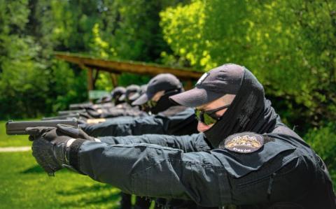 Funkcjonariusze sądeckiego zakładu karnego uczyli się strzelać z nowej broni