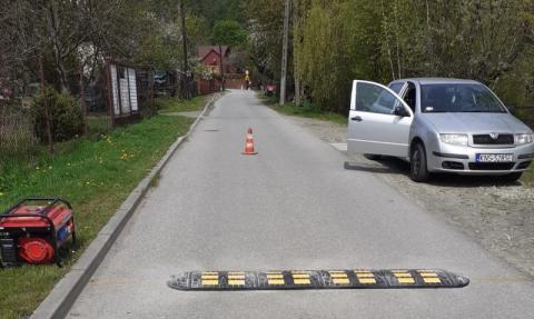 """Rytro: Mikuty są już bezpieczne. Na drodze leży trzech """"śpiących policjantów"""""""