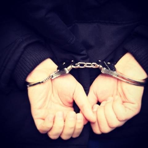 35-latek sterroryzował nożem i obrabował 16-latków na przystanku! W środku dnia!