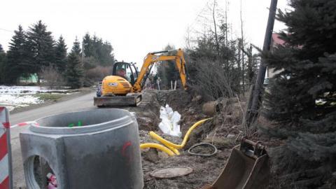 Chełmiec: Już budują chodnik Chomranice – Rdziostów. Co ze zjazdem na cmentarz?