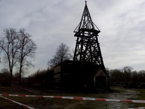 Dlaczego nie można odbudować spalonego kościoła w Libuszy