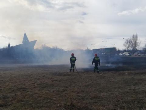 Wielki pożar w Nowym Sączu przy moście 700-lecia. Kłęby dymu utrudniały ruch