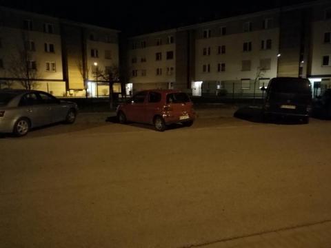 """Jedna """"święta krowa"""", a zajęła aż trzy miejsca parkingowe"""