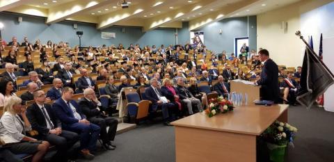 Uroczysta inauguracja w sądeckiej WSB. Prezydent Komorowski wygłosił wykład