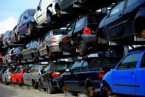 O śmieciach z auta: to fotel i to fotel, a dwie różne ustawy, jak się go pozbyć
