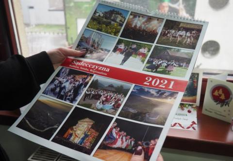 """Barwny kalendarz """"Sądeczanina"""" na nowy rok"""