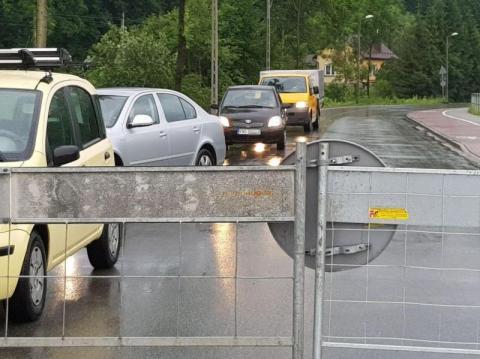 Zamknięty most na Kamienicy w Nowym Sączu. Jak teraz jechać autem? To hardcore