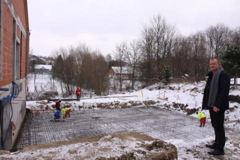 Basen w Korzennej: zaglądamy na plac budowy. Budowlańcy dzielnie walczą z mrozem